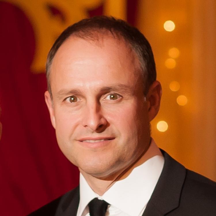 Dr.  D. Robert Siemens